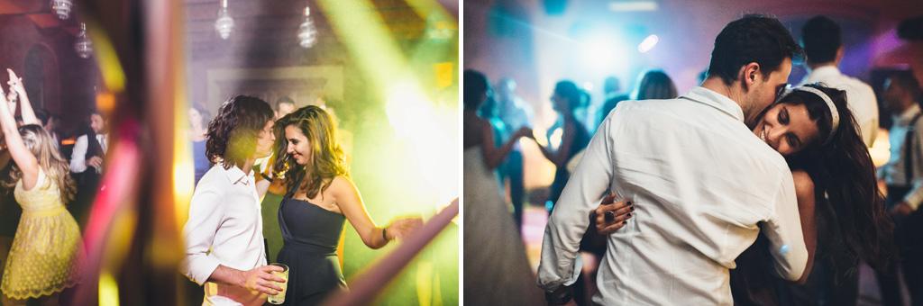 Gli invitati danzano instancabilmente