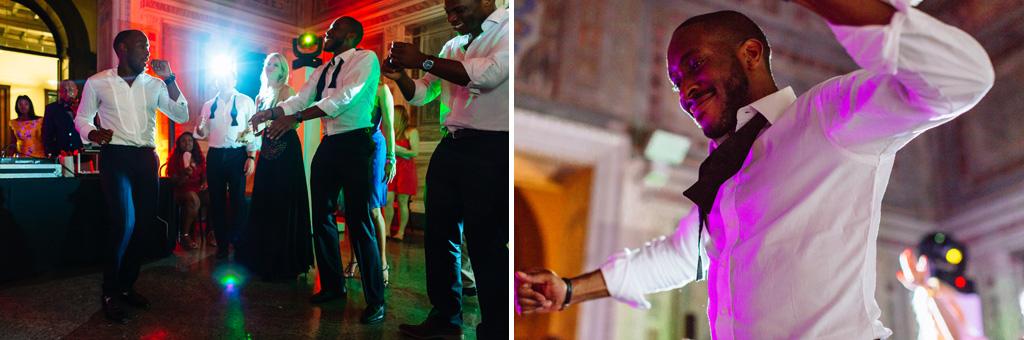 Gli ospiti danzano in pista presso Villa Erba