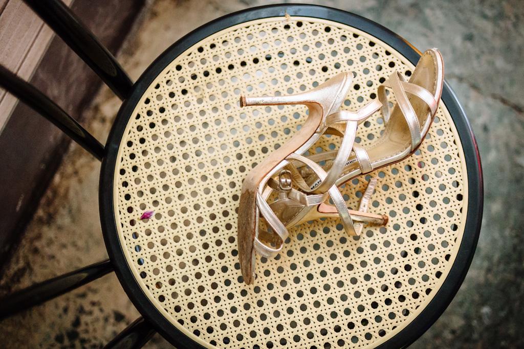 Il dettaglio delle scarpe della sposa