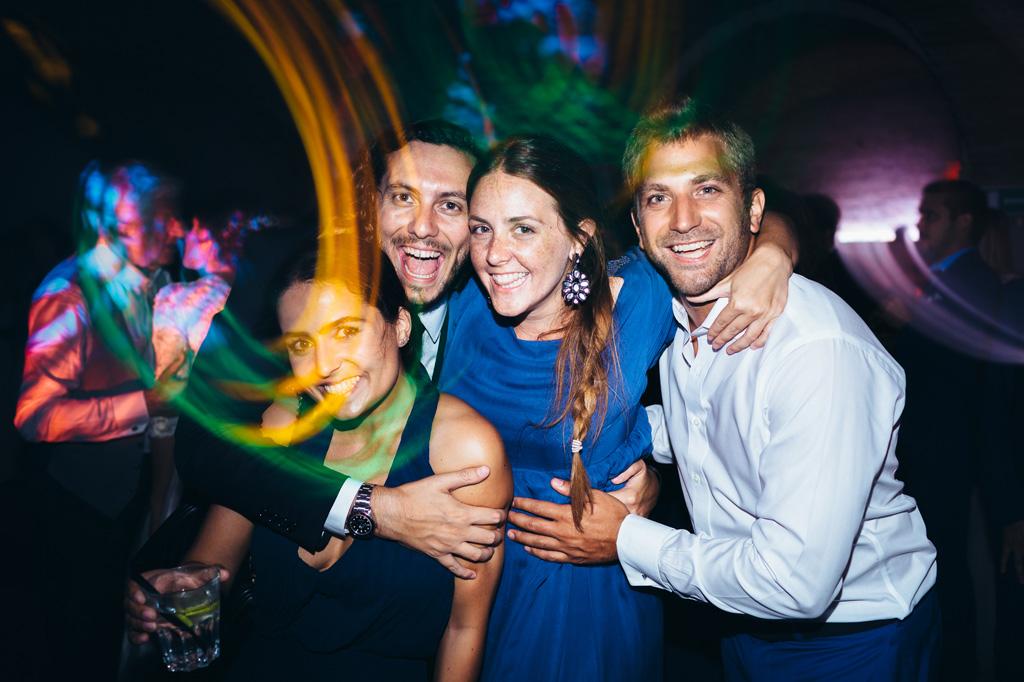 il fotografo Alessandro Della Savia si diverte a immortalare gli invitati durante la festa