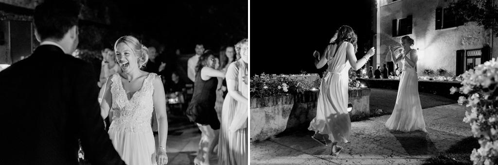 Gli invitati si uniscono alle danze