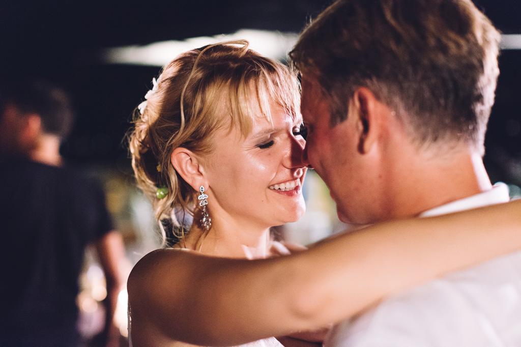 La sposa ha un sorriso rassicurante