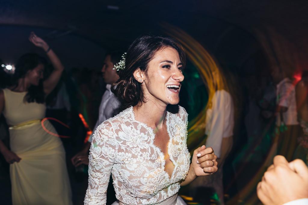 Beatrice ha un sorriso gioioso in pista da ballo