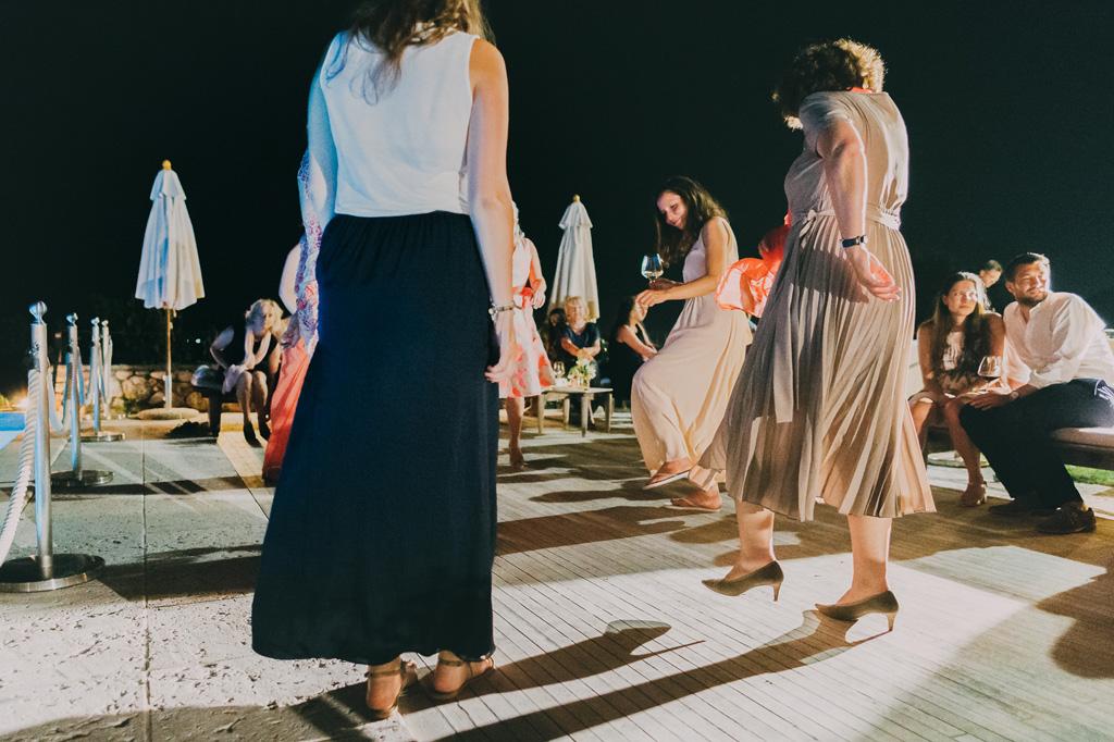 Gli ospiti proseguono le danze
