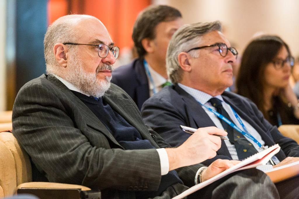 L'avvocato Raffaelli segue attentamente il convegno per l'Antitrust in uno scatto del fotografo di Eventi Alessandro Della Savia