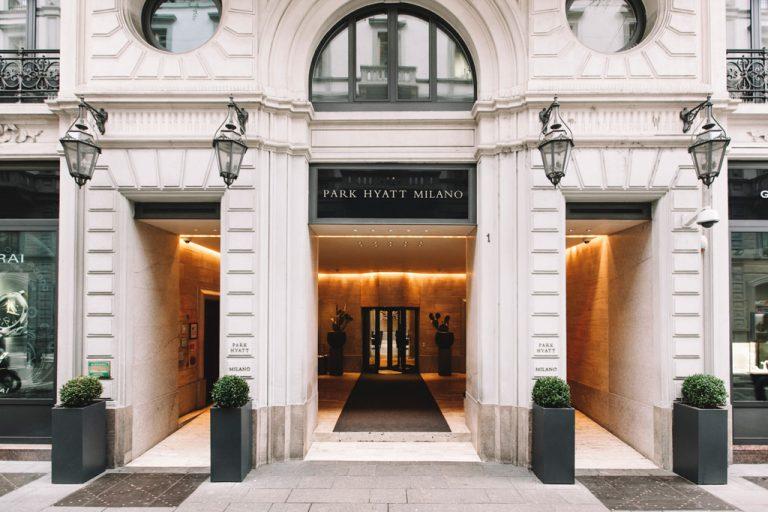 Un particolare dell'ingresso dell'Hotel Park Hyatt presso Milano