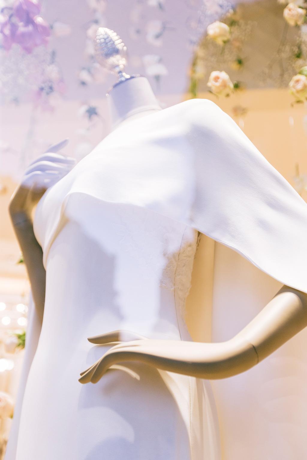 Il tessuto di uno splendido abito firmato Pronovias