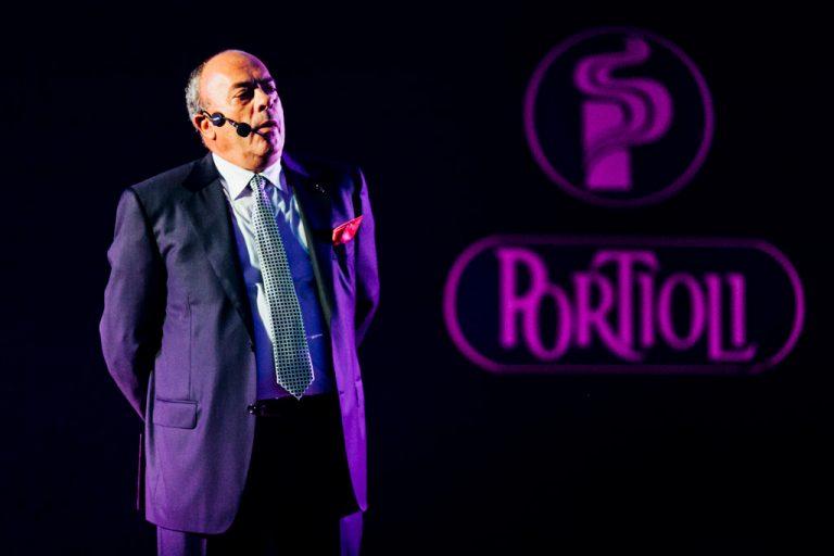 Un dirigente del gruppo Portioli esprime due parole in favore degli invitati