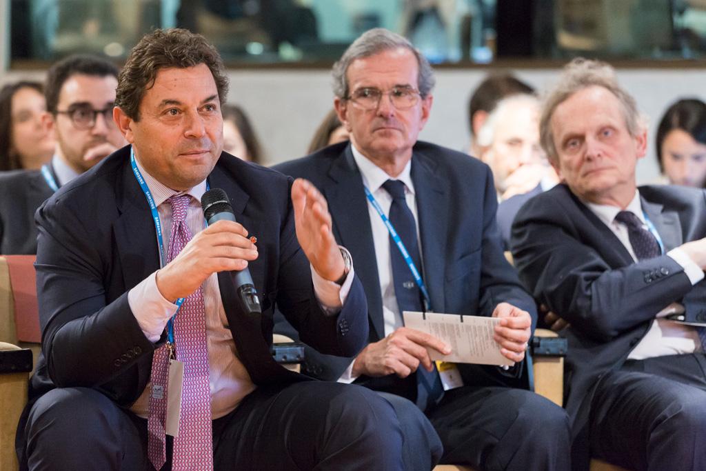 UN'ospite prende parola durante il Convegno per l'Antitrust