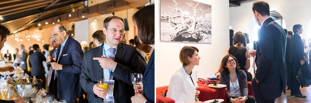 Gli invitati proseguono a conversare durante la cera documentata dal fotografo di meeting e eventi aziendali Alessandro Della Savia
