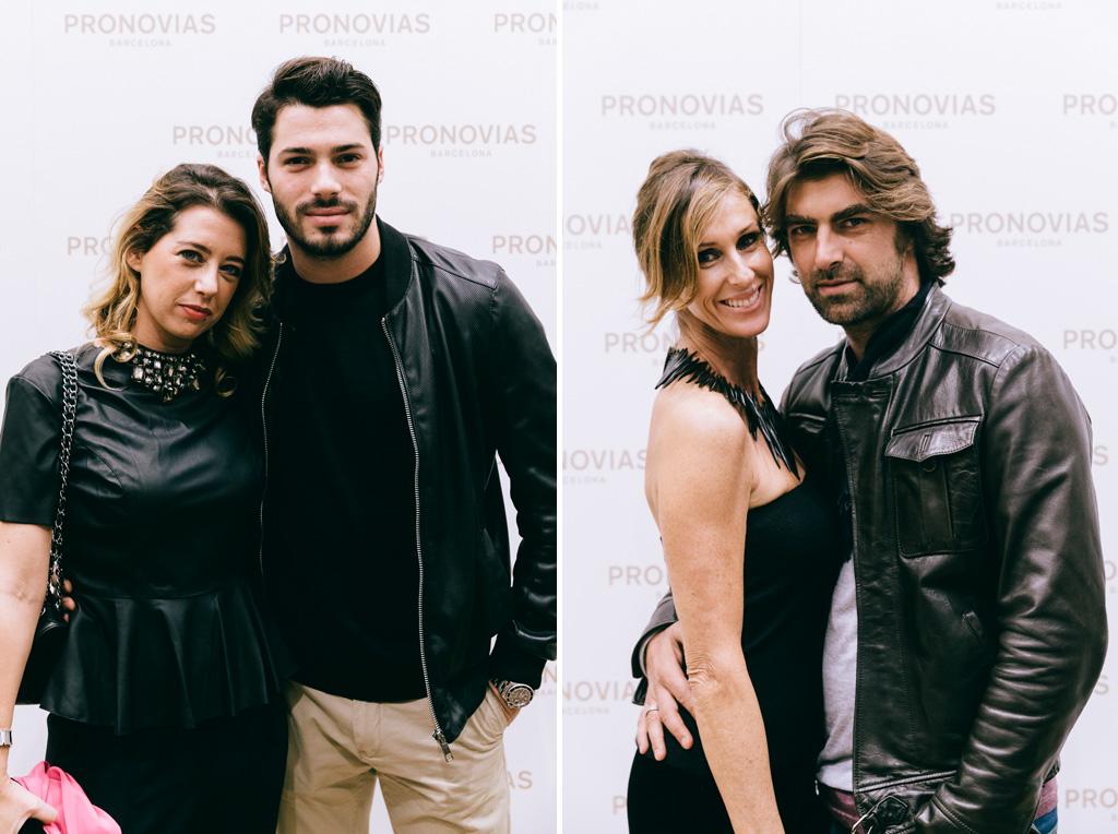 Gli ospiti posano durante l'inaugurazione del negozio Pronovias per il Photocall