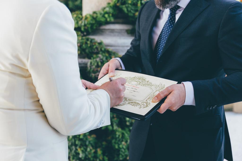 La firma del contratto matrimoniale