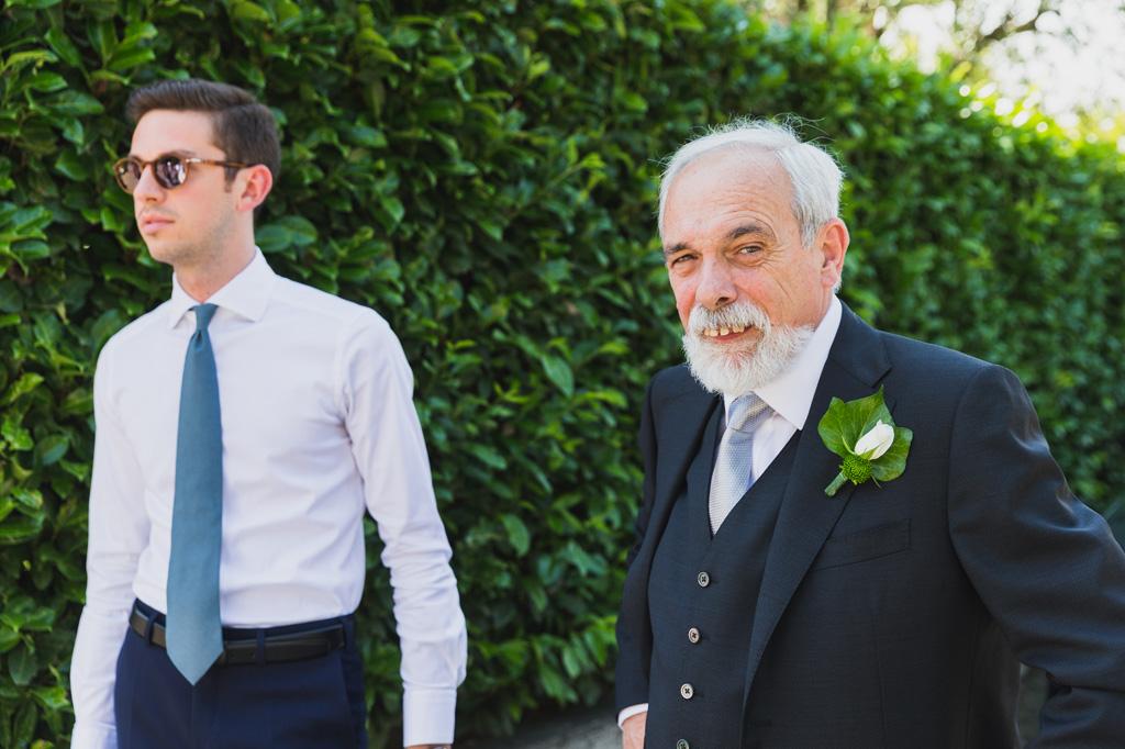Il padre attende la sposa