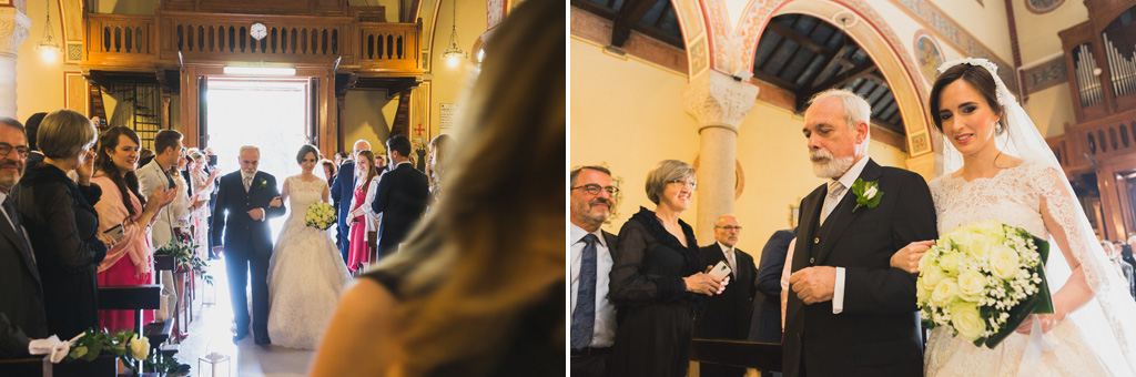 La sposa è accompagnata dal padre fino all'altare