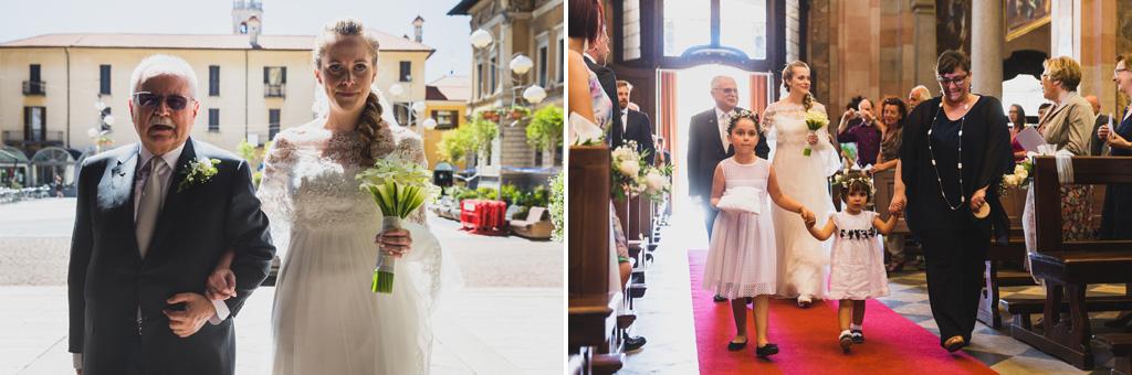 Il padre e la sposa si dirigono verso l'altare per celebrare la cerimonia di matrimonio