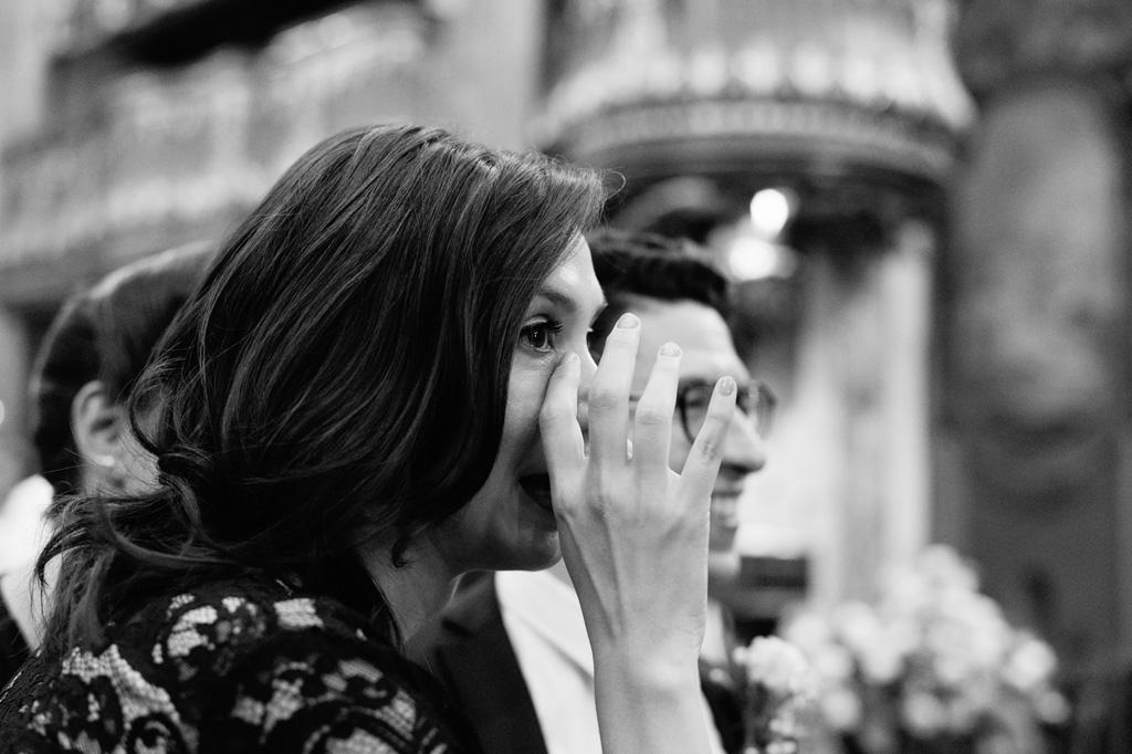 La commozione degli invitati durante la cerimonia del matrimonio