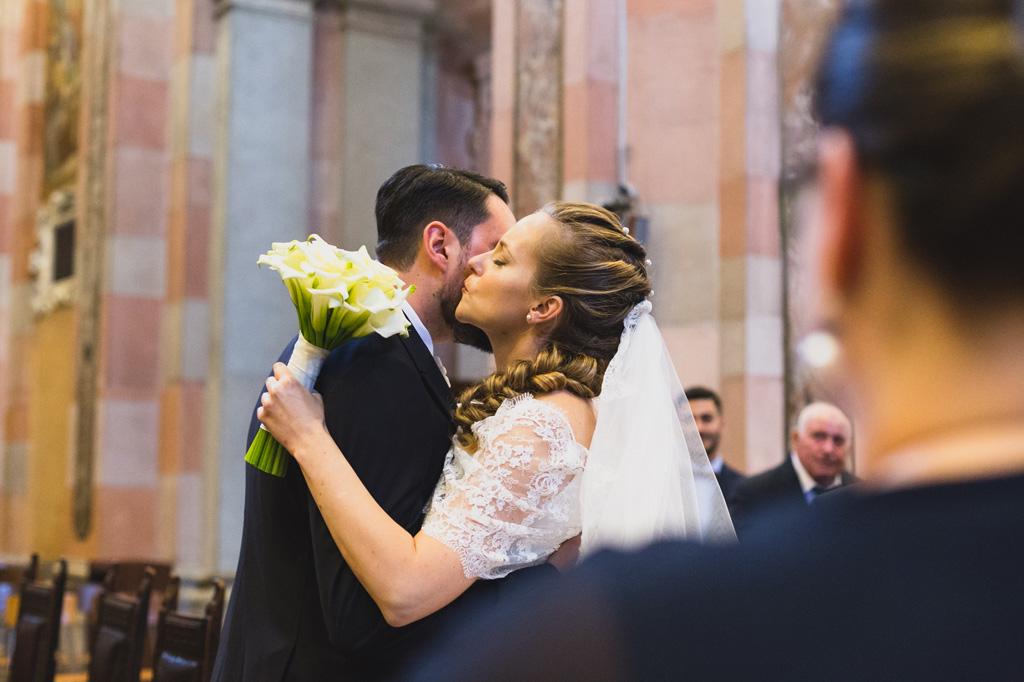 Sarah bacia lo sposo sotto la lente di Alessandro Della Savia