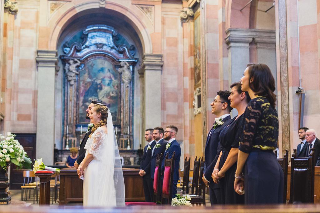 I testimoni e gli sposi durante la cerimonia del matrimonio