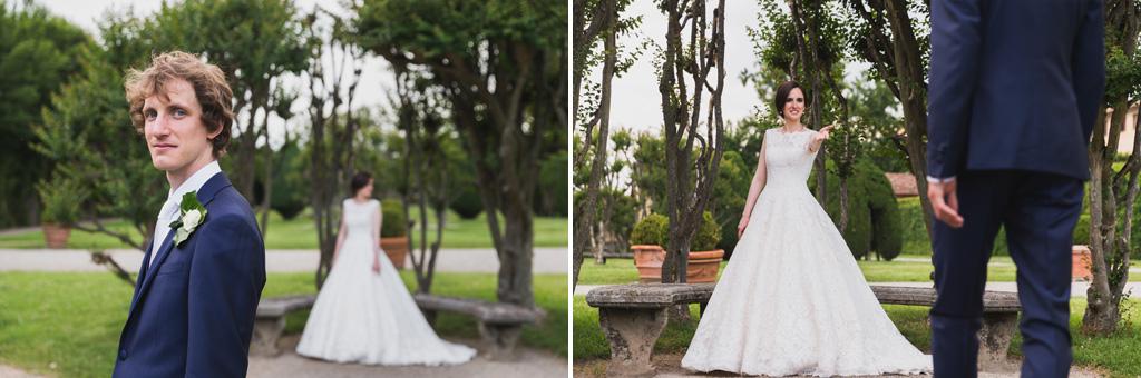 I due sposi, Eleonora e Davide, posano per il fotografo Alessandro Della Savia