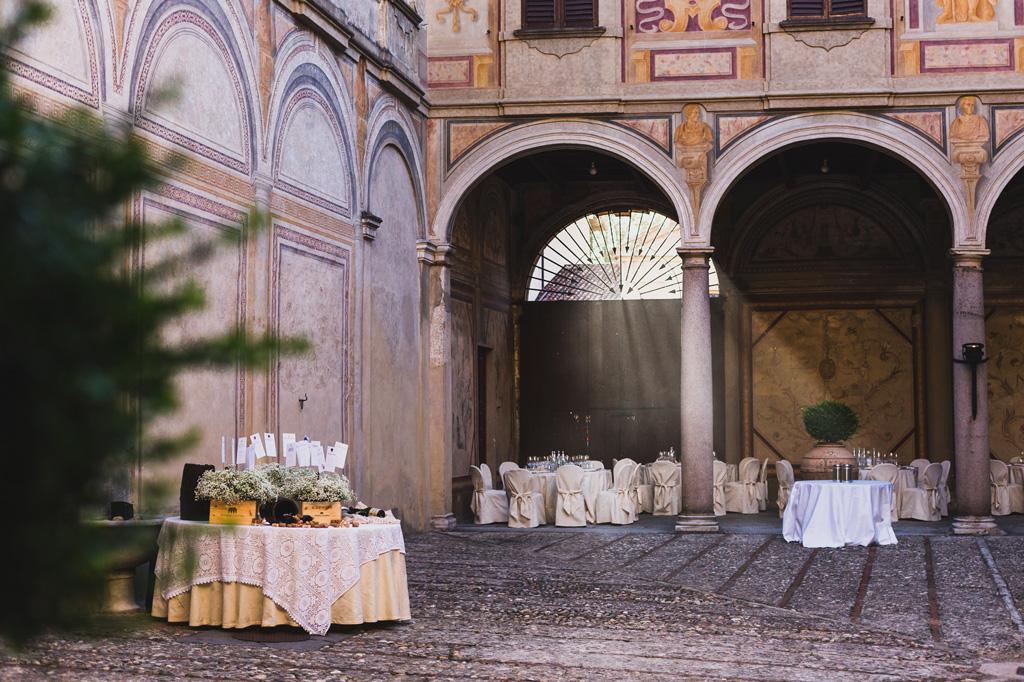 Le tavole imbandite del ricevimento presso Villa Gaia Gandini in uno scatto ripreso da Alessandro Della Savia