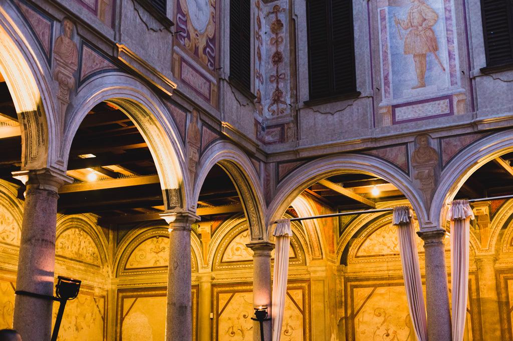 L'architettura della sontuosa Villa Gaia Gandini sul Naviglio