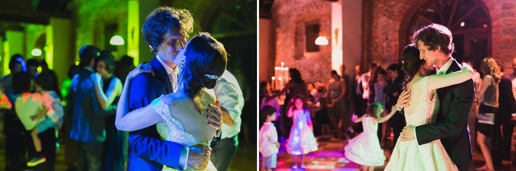 Davide e Eleonora ballano e si baciano