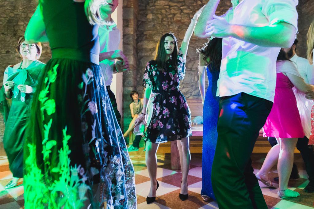 Le danze si protraggono presso Villa Orsini e il fotografo Alessandro Della Savia è pronto a raccontare il momento