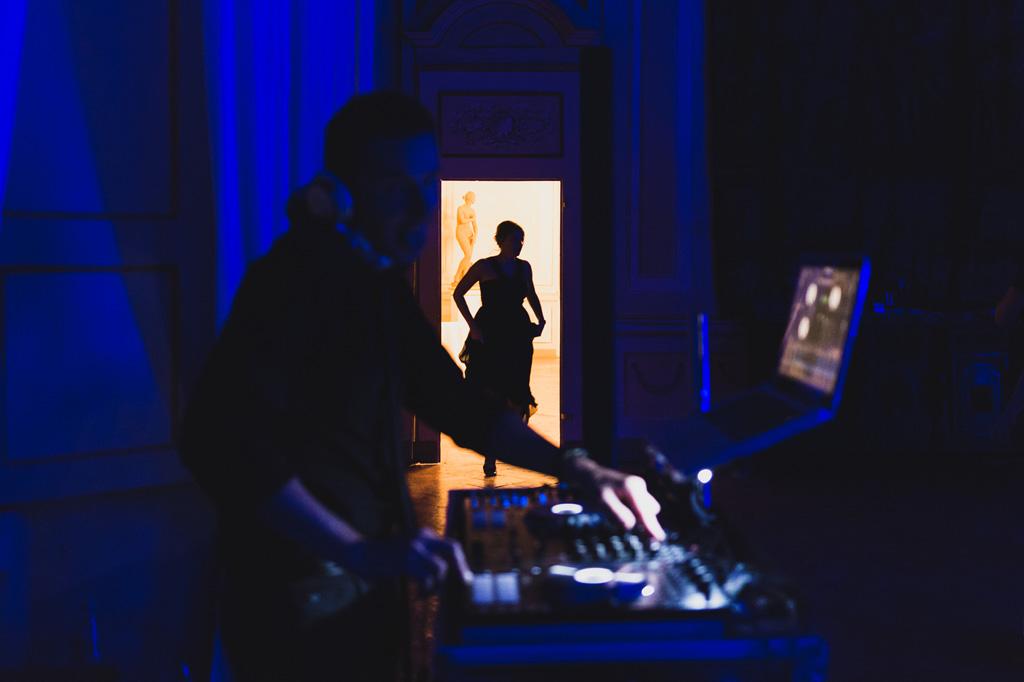 Luci, silhouette e danze al matrimonio di Villa Gaia Gandini