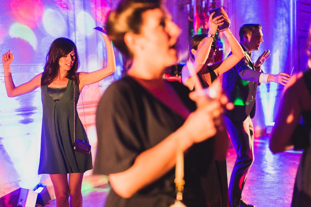 Balli di gruppo dopo il ricevimento presso Villa Gaia a Robecco sul Naviglio
