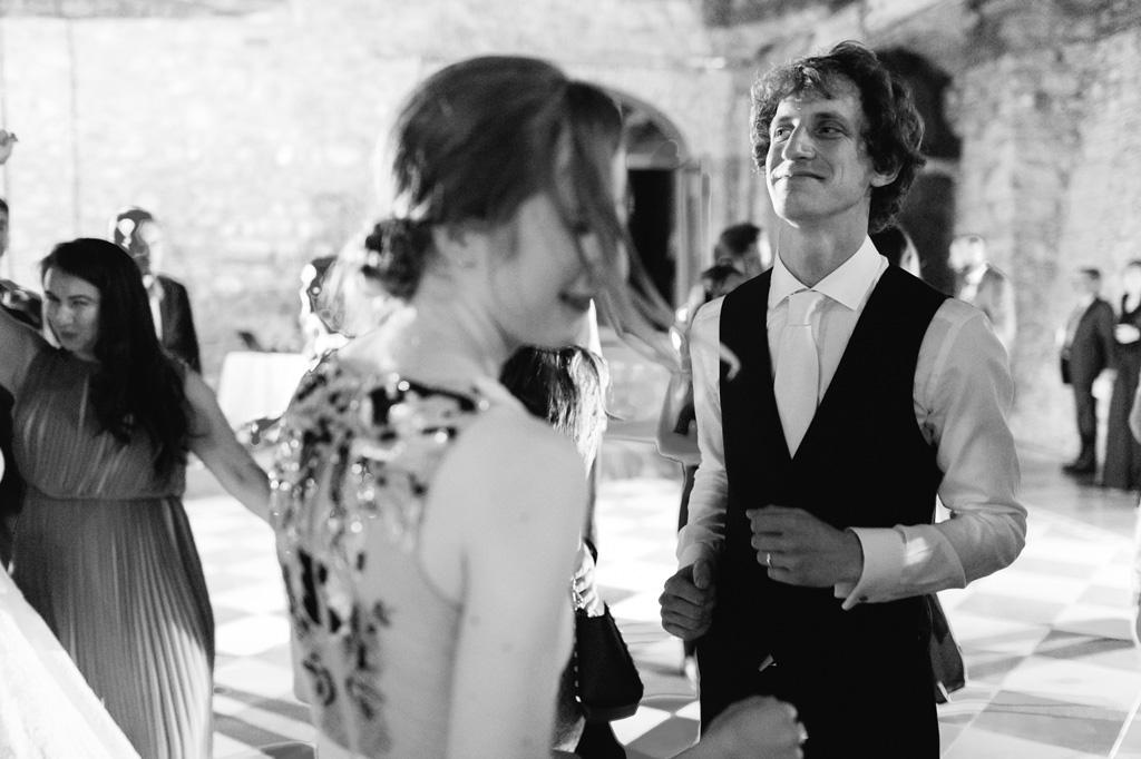 Davide sorride in pista da ballo immortalato dal fotografo Alessandro Della Savia