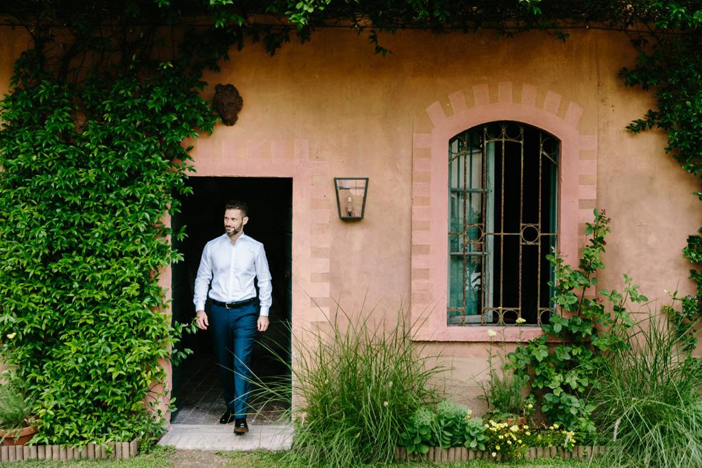 Lo sposo esce nel giardino del Convento dell'Annunciata
