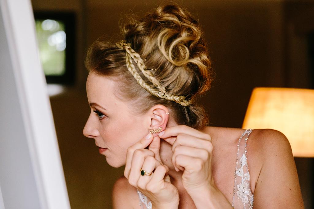 Laura indossa gli orecchini