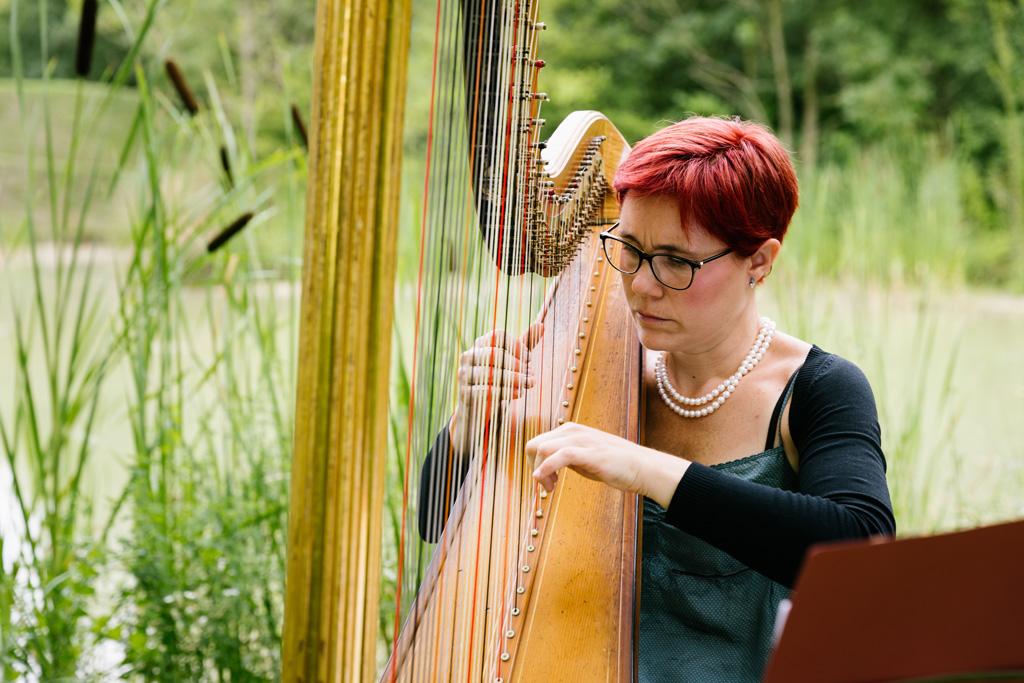 La musica dell'arpa riempie il giardino del Convento dell'Annunciata