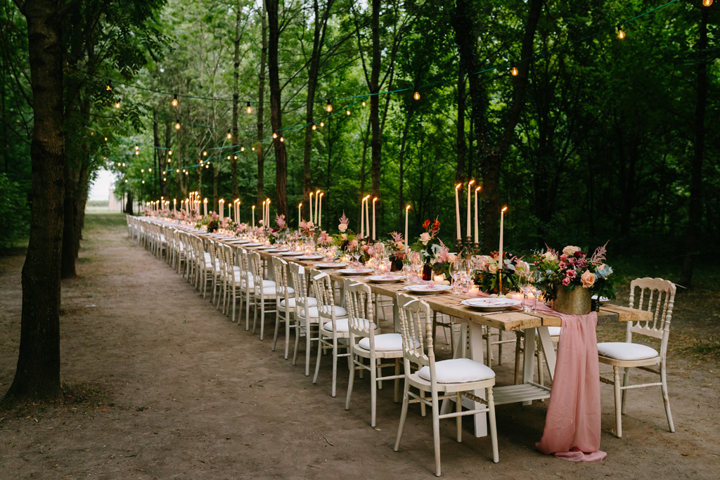 Il tavolo allestito per la cena di nozze di Laura e Matteo
