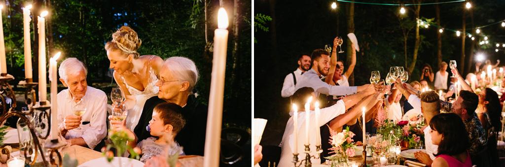 La sposa brinda coi nonni e gli invitati