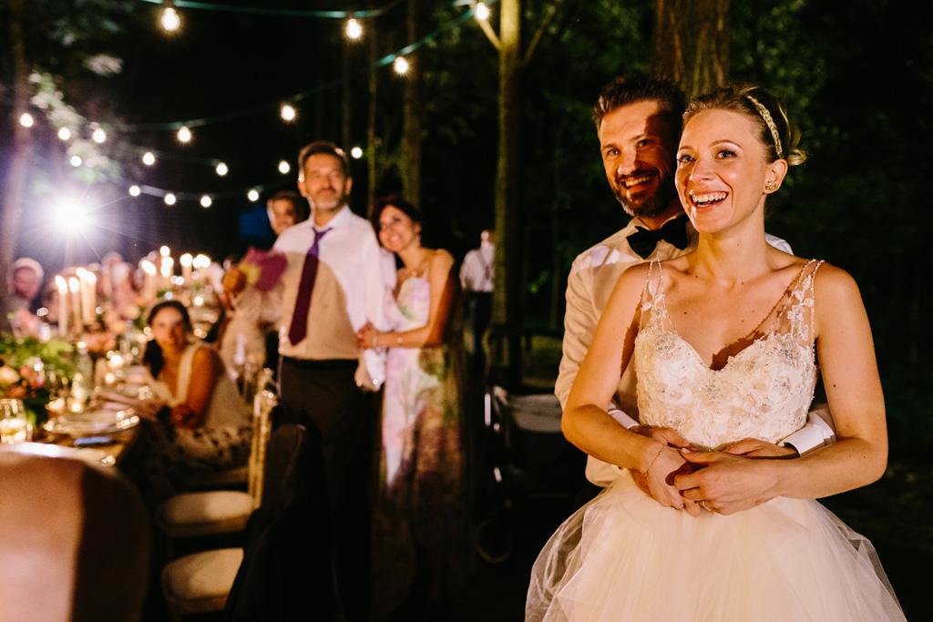 Gli sposi felici durante il ricevimento