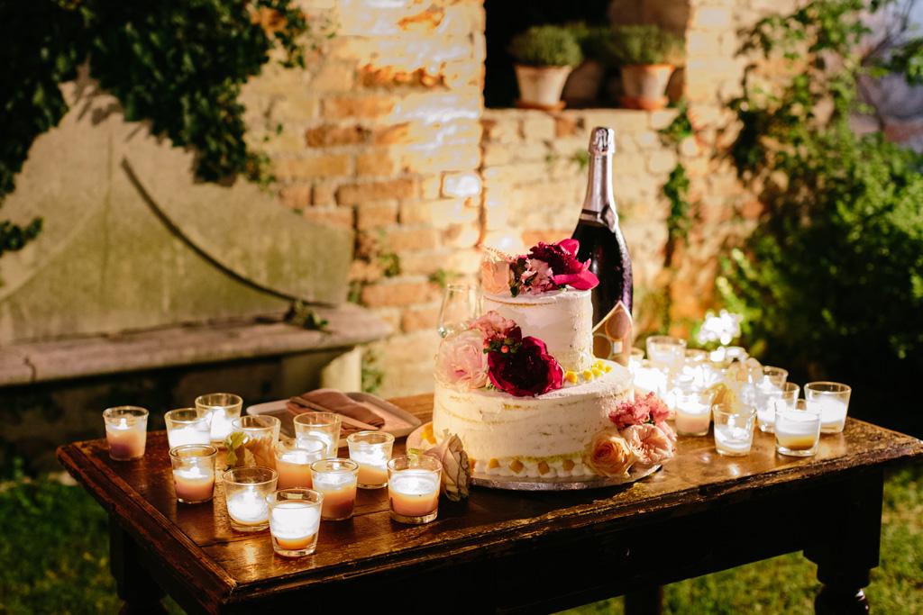 L'elegante torta nuziale di Laura e Matteo