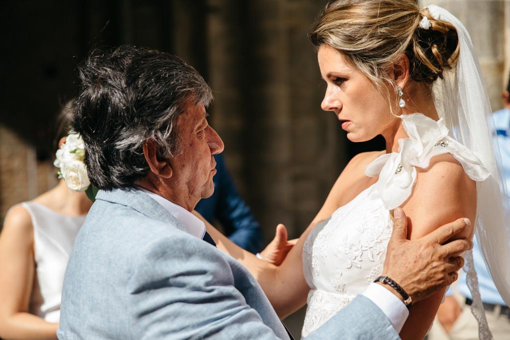 La sposa parla con il padre dello sposo