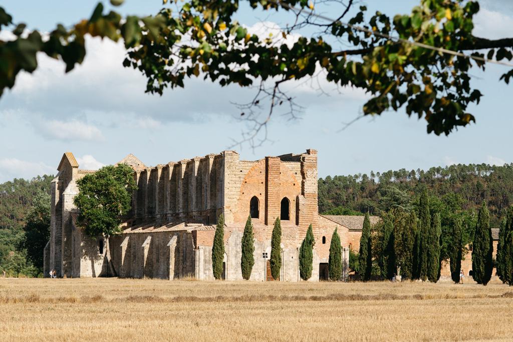 L'Abbazia di San Galgano immersa nella natura Toscana