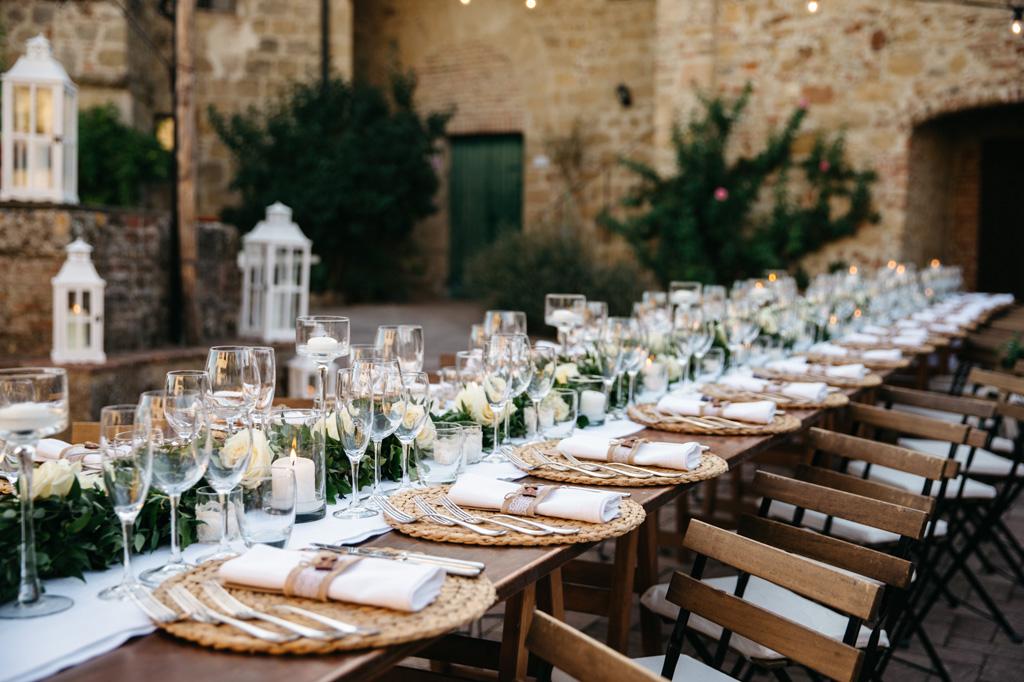 Tavolo pronto per la cena di nozze