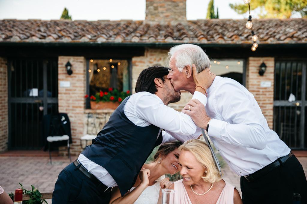 Lo sposo ringrazia il padre della sposa per il discorso