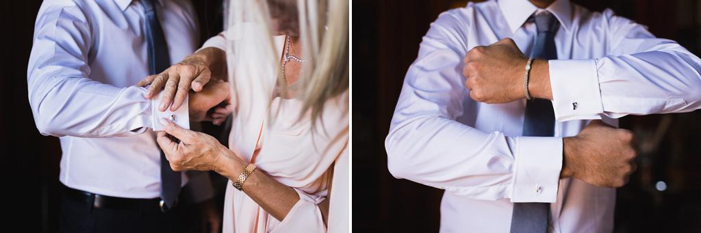 Lo sposo mostra i gemelli sui polsini della camicia