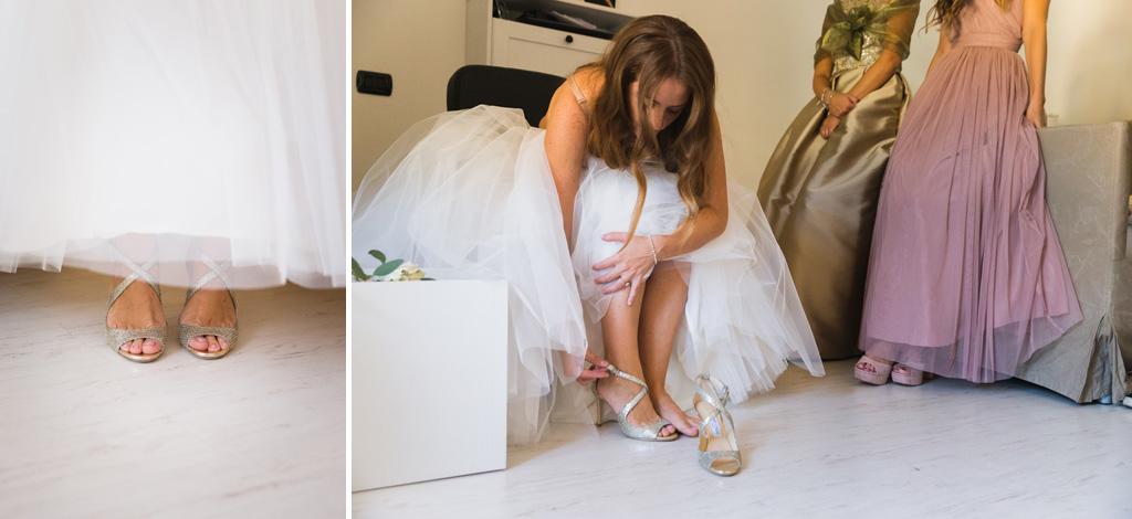 La sposa indossa le scarpe