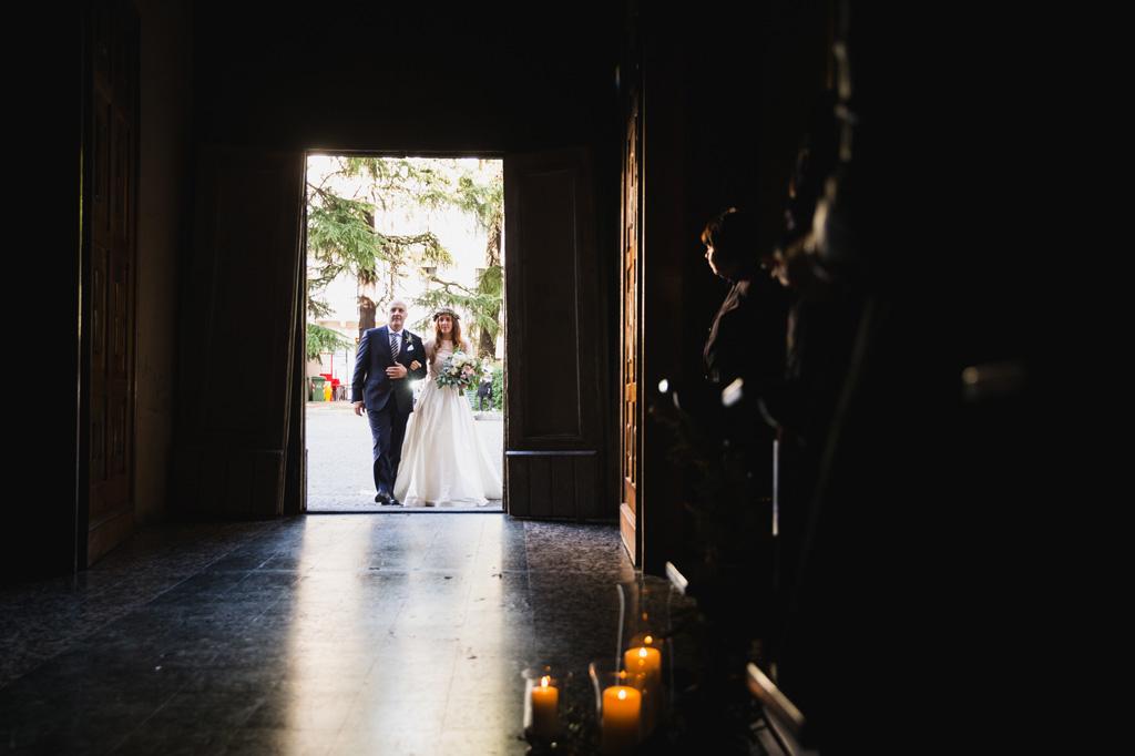 L'entrata della sposa con il padre in chiesa