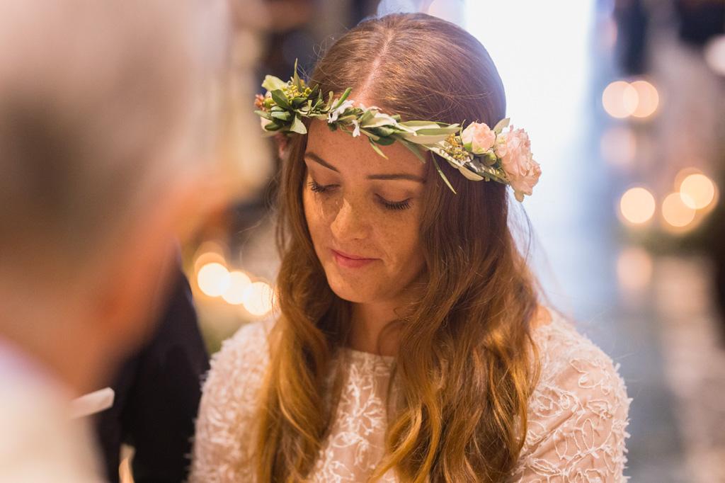 Ritratto della sposa durante la cerimonia religiosa