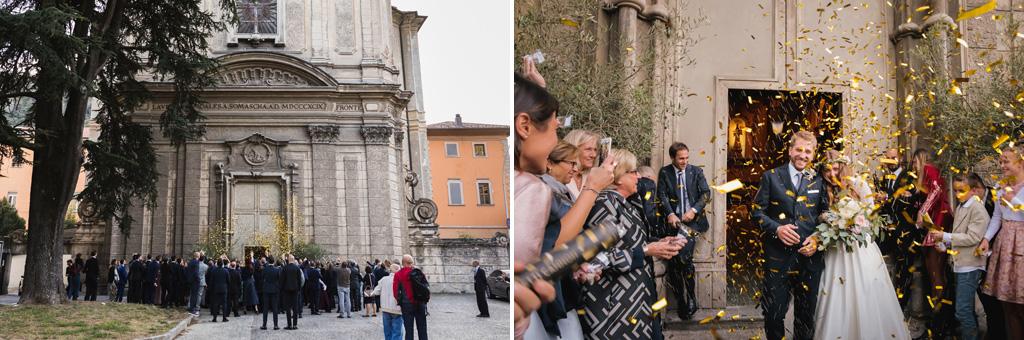 Gli sposi in una pioggia di coriandoli fuori dalla chiesa