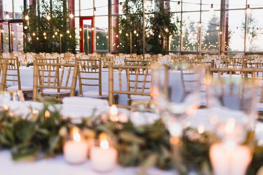 La sala delle serre Rattiflora è pronta a ricevere gli ospiti del matrimonio di Carola e Federico