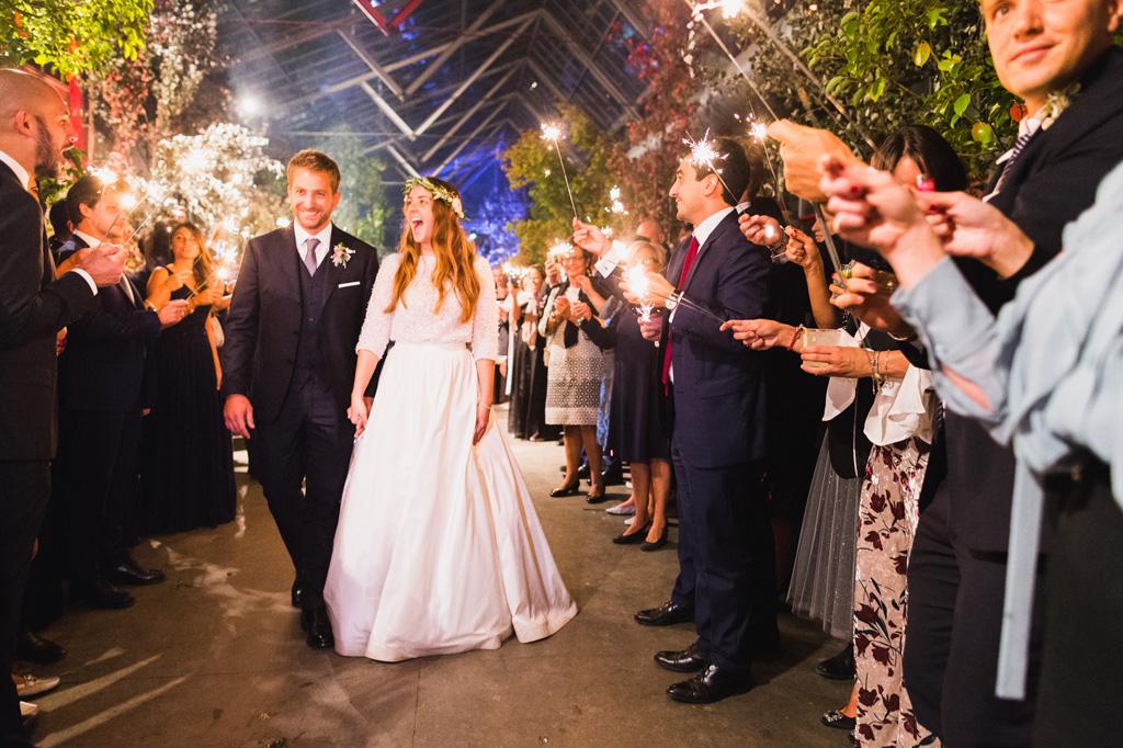 Gli sposi si dirigono verso la pista da ballo