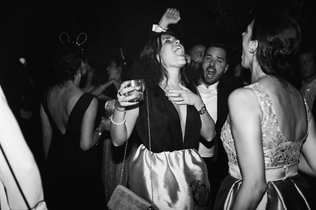 Gli ospiti si scatenano nei balli