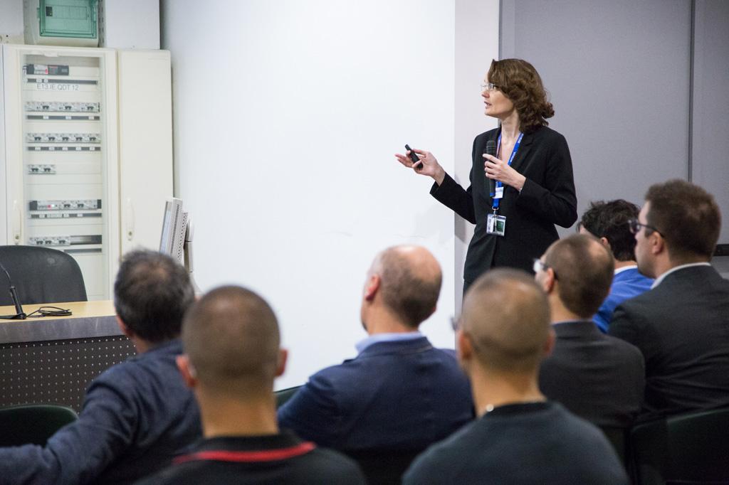 L'ingegner Biason espone un discorso durante una conferenza